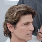 Reynaldo Gianecchini aparece com cabelos aloirados em ensaio fotográfico