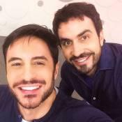 Ricardo Tozzi faz selfie com padre Fábio de Melo e brinca: 'Não somos parecidos'