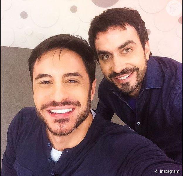 O ator Ricardo Tozzi publicou na madrugada desta segunda-feira, 18 de abril de 2016, uma foto ao lado do padre Fábio de Melo e brincou com a semelhança dos dois: 'Tiramos essa foto para provar que não somos parecidos'
