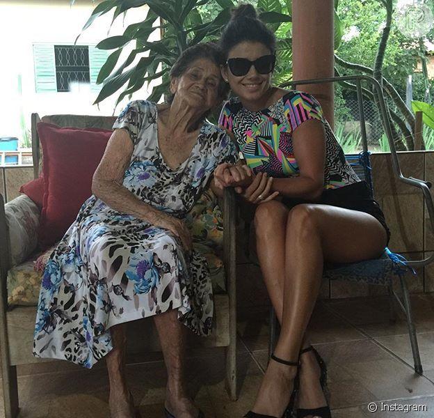 Paula Fernandes lamenta morte da avó, Francisca, em foto compartilhada nesta segunda-feira, dia 18 de abril de 2016