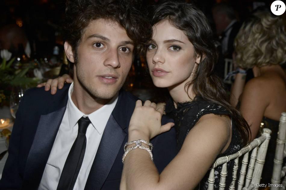 Acabou o namoro de Chay Suede e Laura Neiva. A assessoria da atriz confirmou a informação ao Purepeople nesta terça-feira, 19 de abril de 2016