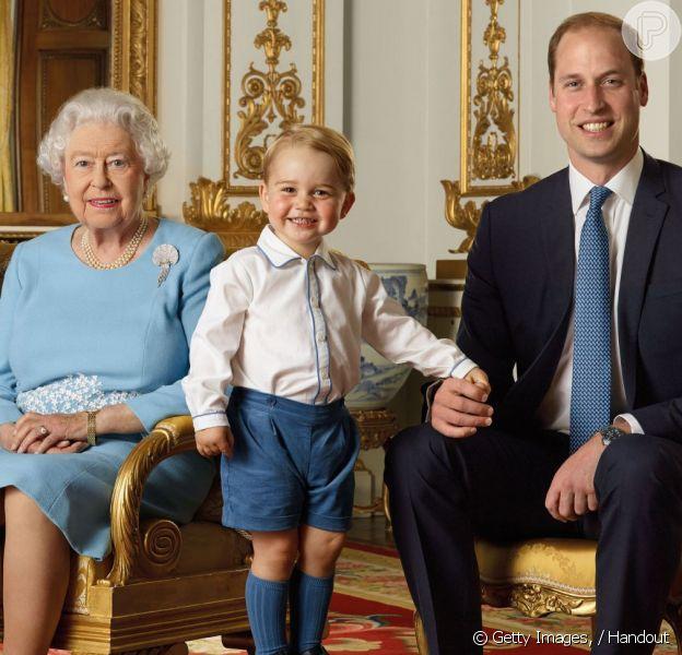 Príncipe George esbanja fofura em foto oficial pelos 90 anos da rainha Elizabeth II, ao lado da bisavó, do pai, príncipe William, e do avô, príncipe Charles, divulgada nesta quarta-feira, 20 de abril de 2016