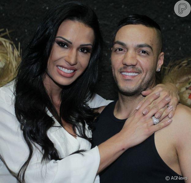 Gracyanne Barbosa e Belo lembram sexo em camarim e admitem nudes: 'A gente manda e já apaga'