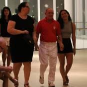 Lívian Aragão, de 'Malhação', janta com a mãe e o pai, Renato Aragão, no Rio