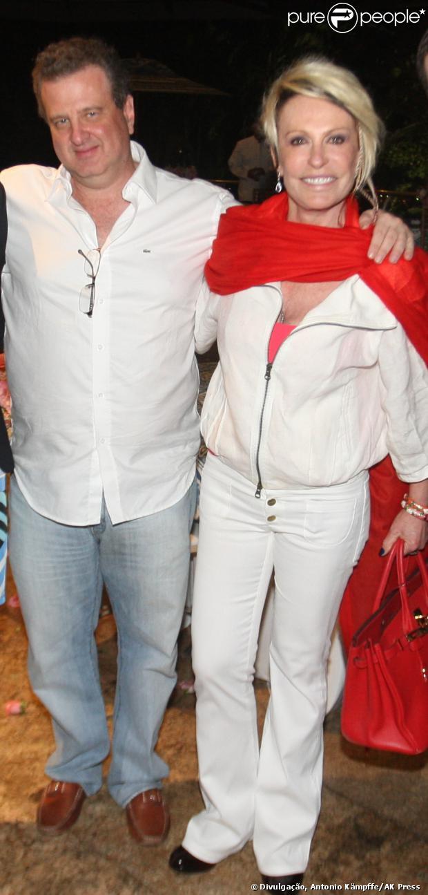 Ana  Maria Braga ao lado do novo namorado, o empresário Mauro Bayout