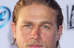 Charlie Hunnam não será mais Christian Grey em 'Cinquenta Tons de Cinza'