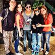 Arthur Aguiar publica foto com atores de 'Em Família', em Goiás