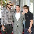 Ashton Kutcher, Jon Cryer e Angus T. Jones fazem parte do elenco de 'Two And a Half Man' e além de seus salários eles também recebem parte dos lucros da comercialização da série