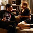 Glauce (Leona Cavalli) e Félix (Mateus Solano) se beijam, em 'Amor à Vida'
