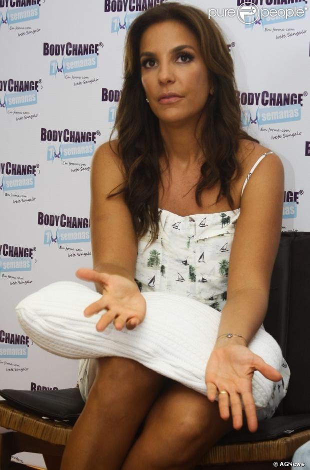 Ivete Sangalo convida Alexandre Pires para participar da gravação do seu próximo DVD. A informação é do colunista Bruno Astuto, da revista 'Época', de 22 de outubro de 2013