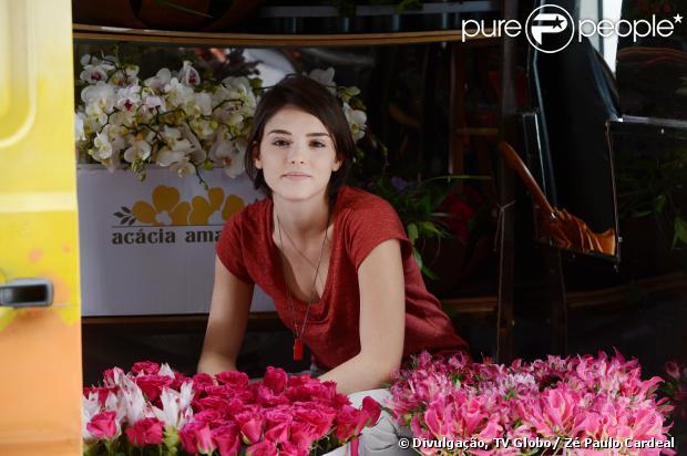 Giane (Isabelle Drummond) sofre um atentado na van da Acácia Amarela, em 'Sangue Bom'