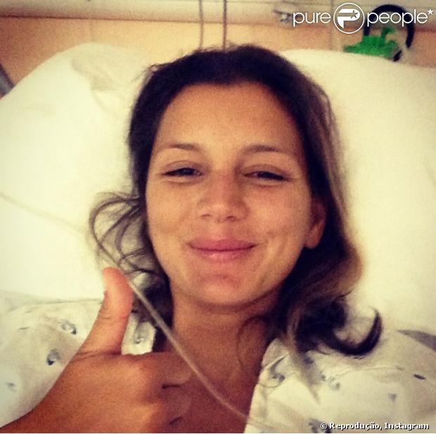 Maya Gabeira se recupera após sofrer um acidente em uma onda gigante em Portugal, nesta segunda-feira, 28 de outubro de 2013