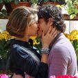 """Amora (Sophie Charlotte) e Bento (Marco Pigossi) dão a entender que vão reatar seu casamento na cena final de """"Sangue Bom"""", em 2 de novembro de 2013"""