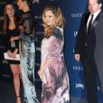 A atriz usou um vestigo larguinho para esconder a gravidez durante participação no LACMA 2013 Art + Film Gala, em Los Angeles, no último final de semana