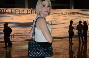 Antônia Fontenelle desfila bolsa da Chanel de R$ 15 mil no Fashion Rio