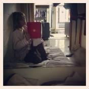 Carolina Dieckmann posta foto descansando no Projac: 'Minha cama número um'