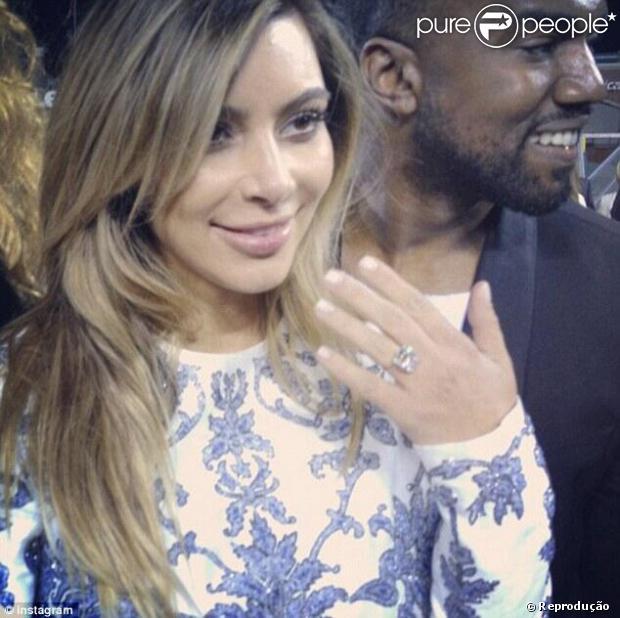 a31fca7ac Onze estilistas desenham croquis de vestido de noiva para casamento de Kim  Kardashian com Kanye West