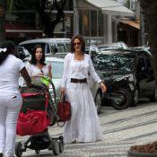 Guilhermina Guinle passeia com a filha, Minna, de 2 meses, no Rio de Janeiro