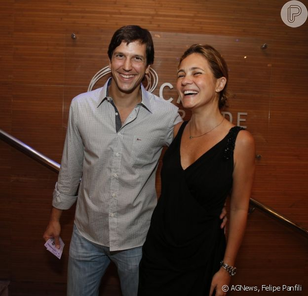Vladimir Brichta e Adriana Esteves prestigiaram a sessão para convidados de 'Elis - A Musical', no Teatro Oi Casagrande, no Leblon, Zona Sul do Rio de Janeiro, que aconteceu na noite de terça-feira, 12 de novembro de 2013