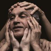 Caetano Veloso ganha dois troféus no Grammy Latino: 'Abraçaço na América Latina'