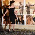 Woody Allen de mãos dadas com a atriz Penélope Cruz na première de 'Para Roma Com Amor', em 2012