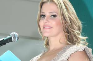 Deborah Secco decide comemorar aniversário de 34 anos com festa a fantasia
