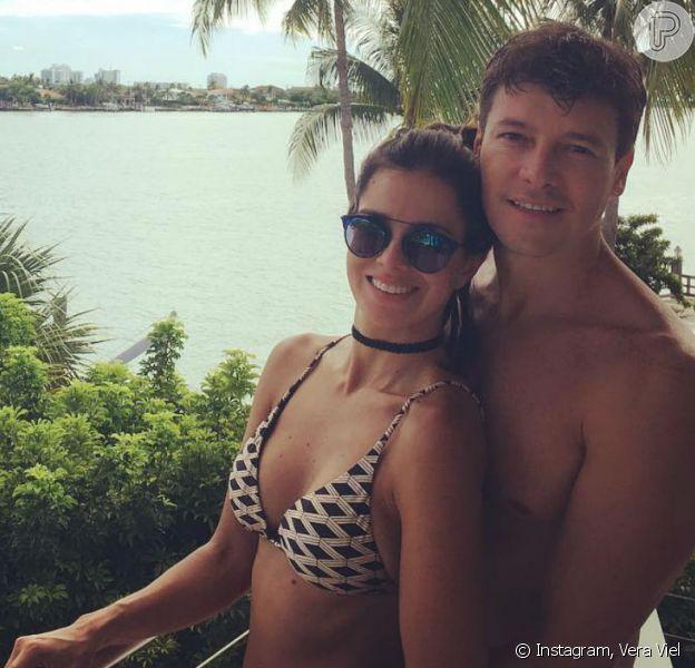 Vera Viel exaltou o casamento com Rodrigo Faro e afirmou: 'Temos momentos discussão'