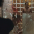 Vicente (Jesuita Barbosa) flagra Isabela (Marina Ruy Barbosa) com ex-namorado no chuveiro e atira na noiva. Mãe da menina, Elisa (Debora Bloch) testemunha toda a cena e Vicente é preso, no primeiro capítulo da minissérie 'Justiça', nesta segunda-feira, dia 22 de agosto de 2016
