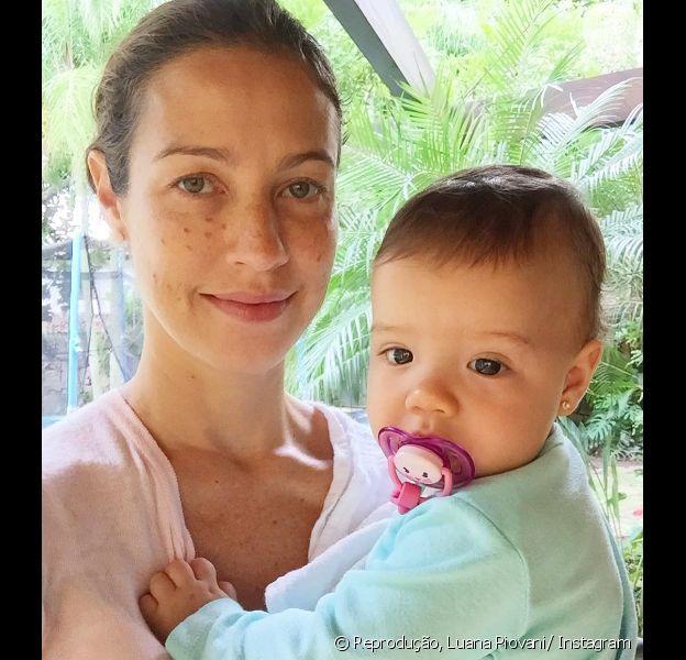 Luana Piovani comemorou os primeiros passos da filha Liz, de 11 meses, em um vídeo publicado no Instagram nesta quarta-feira, dia 17 de agosto de 2016