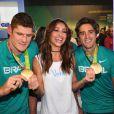 Sabrina Sato conferiu as medalhas conquistadas por Bruno Schmidt e Alison Cerutti na Olimpíada Rio 2016