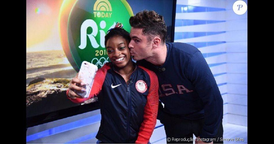Simone Biles ganha beijo de Zac Efron durante as Olimpíadas
