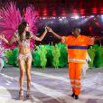 Izabel Goulart samba ao lado de Renato Sorriso na cerimônia de encerramento da Olimpíada Rio 2016, em 21 de agosto de 2016