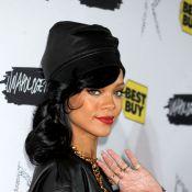 Rihanna é fotografada nua e fumando cigarro suspeito