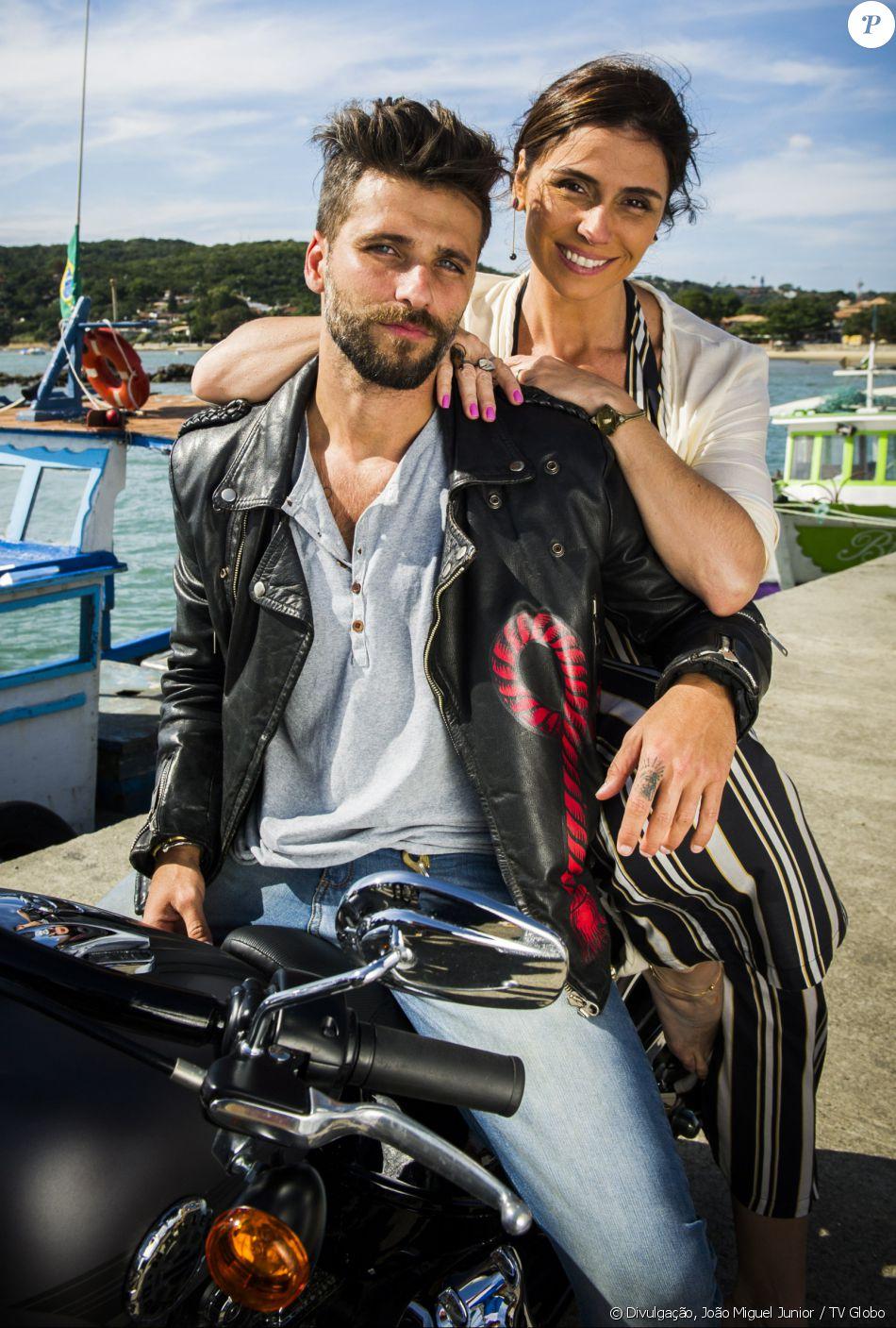Mario (Bruno Glagliasso) beija Alice (Giovanna Antonelli) no capítulo da novela 'Sol Nascente' que vai ao ar em 30 de agosto de 2016