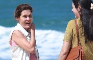 Veja fotos de Adriana Esteves em dia de gravação de 'Justiça' na praia