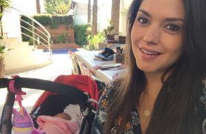 Thais Fersoza mostra a filha, Melinda, no carrinho durante almoço: 'Cochilo'
