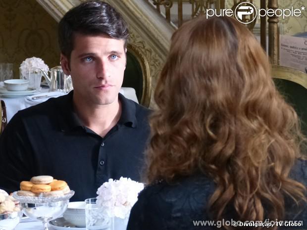 Franz (Bruno Gagliasso) chama Silvia (Nathalia Dill) para conversar sobre o divórico, em 'Joia Rara', em 29 de novembro de 2013