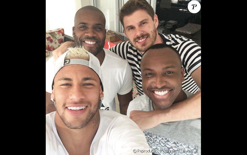 e1c7b90960c Neymar curte o sábado com Bruninho