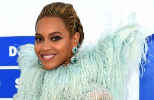 Beyoncé usa look com asas no VMA 2016 ao lado da filha, Blue Ivy