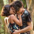 Giullia Buscacio afirmou que cenas românticas não a deixam desconfortável com a família: 'Não geram um incômodo, um mal-estar'