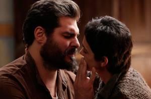 'Joia Rara': Gaia beija Toni após passar dez anos em campo de concentração