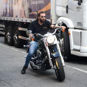 Henri Castelli, de 'Sol Nascente', vai de moto a evento em SP. Fotos!