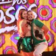 """Brenno Leone e a professora Rachel Drodowsky dançam ao som de """"Anunciação""""."""