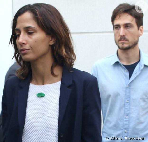 Camila Pitanga e o namorado, Igor Angelkorte, chegam para o velório de Domingos Montagner neste sábado, 17 de setembro de 2016