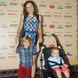 Regiane Alves também chegou acompanhada por seus dois meninos
