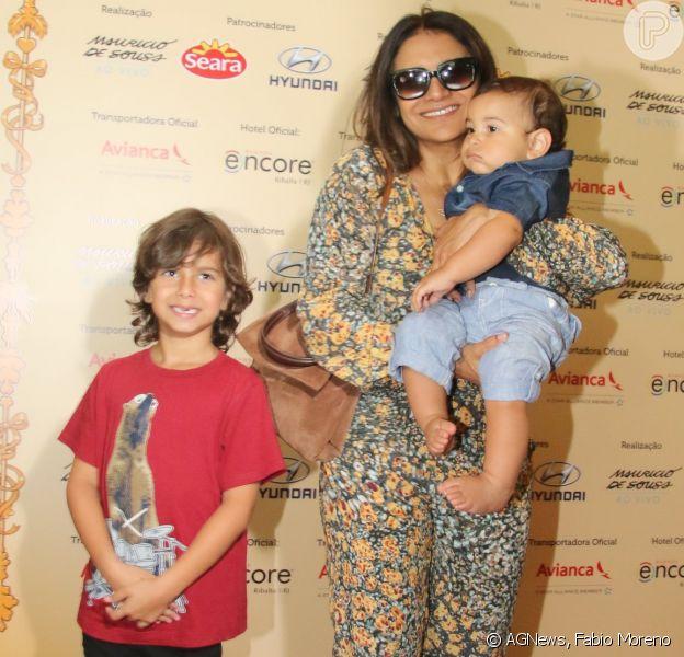 Dira Paes levou seus filhos ao teatro neste domingo, 18 de setembro de 2016, no Rio de Janeiro