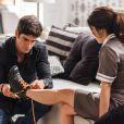 Romance de Felipe (Marcos Pitombo) e Shirlei (Sabrina Petraglia) na novela 'Haja Coração' lembra conto de fadas