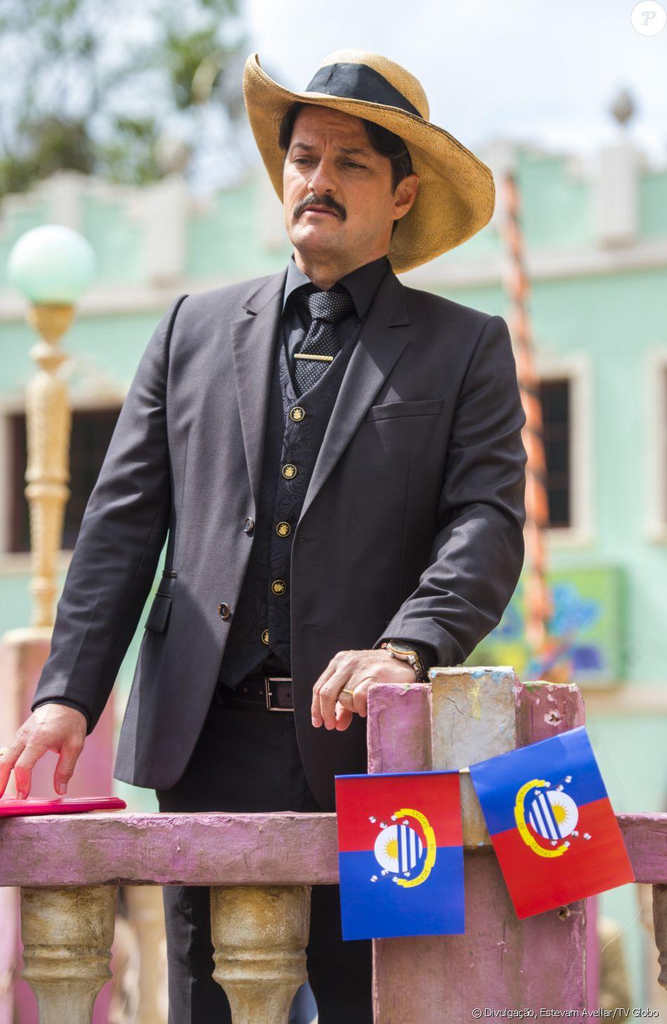 Carlos Eduardo (Marcelo Serrado) morre na caantiga e é devorado por urubus no final da novela 'Velho Chico'