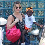 Giovanna Ewbank leva a filha, Titi, para a aula de natação na Barra. Fotos!