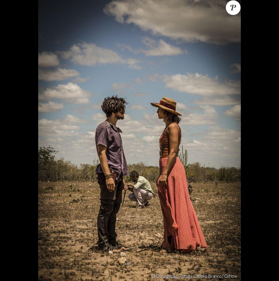 Tereza (Camila Pitanga) diz que não vai permitir que Miguel (Gabriel Leone) aceite as terras mortas, e ela a enfrenta, na novela 'Velho Chico'